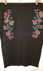 Rose Embroidered Pencil Skirt